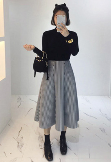 纯色立领针织衫&廓形波浪摆条纹半身裙套装
