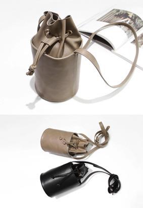 抽带开合纯色水桶包