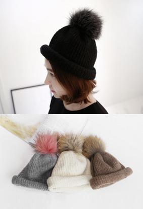 毛球点缀卷边针织帽